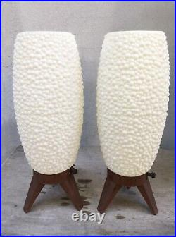 PAIR VTG RETRO MCM WHITE BUBBLE BEEHIVE ROCKET PLASTIC TRIPOD TABLE LAMPS Works