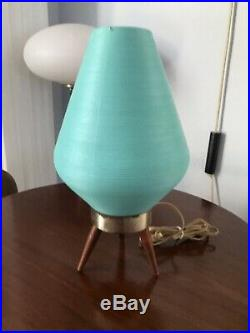 Vintage Mid Century Modern Atomic Plastic Beehive Tripod Table Lamp 1960s MCM